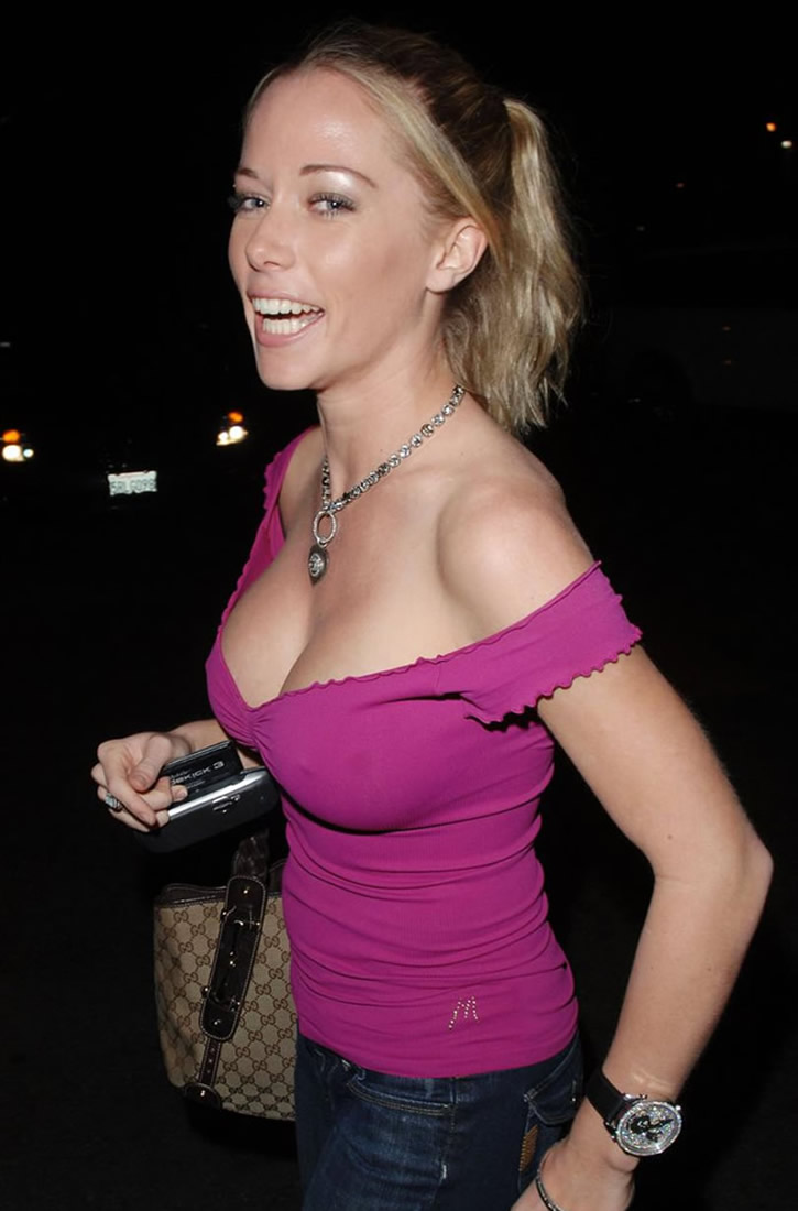 kendra wilkinson breasts